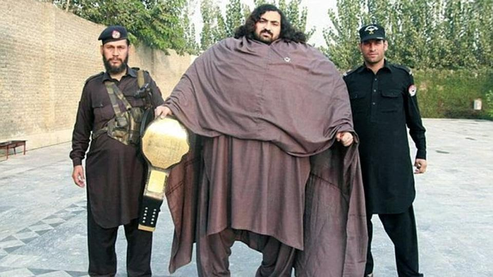 Arbaz Khizar Hayat, just 27 year old and known as Pakistan's Hulk, is a weightlifter who  weighs a mind numbing 444 kg. And he is looking for a bride of his size !!!!