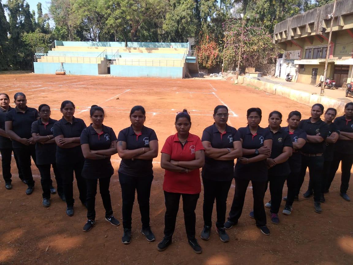 Pune's Rangragini Group led by Deepa Parab ever ready to flatten the trouble-makers. Bravo Jhansi Ki Rani-s