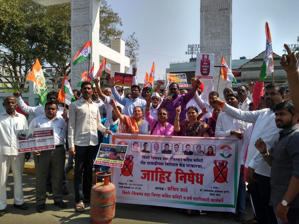 Pimpri-Chinchwad Congress led by Sachin Sathe protests against massive hike in cylinder price...