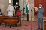 Shri Girish Chandra Murmu sworn in as the Comptroller and Auditor General of India at Rashtrapati Bhavan.