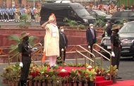 PM Narendramodi pays homage to the contributions of all Indians who won us our Independence and all members of the armed forces and personnel who guard our independence and keep us safe.
