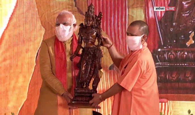 Watch: National Award-Winning Sculptor from Bengaluru Carving 'Kodand Ram' idol ...