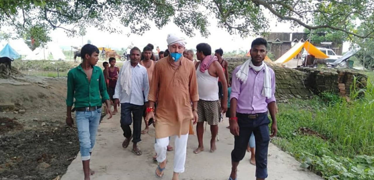 How Arvind Singh helped migrant workers from Karnataka reach home in Bihar...