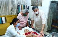 Legendary classical singer Pandit Jasraj`s mortal remains arrive in Mumbai...