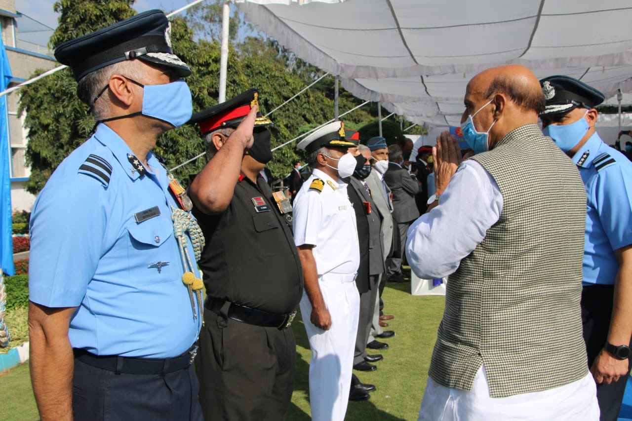 It was an honour for me to interact with the Ex-Servicemen on  the occasion of 'Veterans Day' in #Bengaluru today.  Their unwavering courage and patriotism will always inspire every Indian. I salute their services to the nation: Raksha Mantri.
