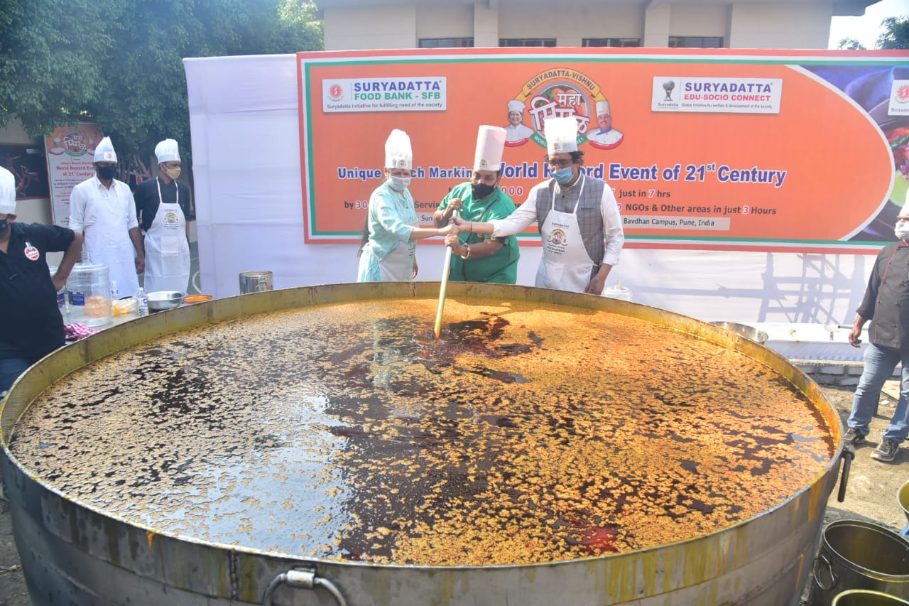 Suryadatta College of Hotel Management & Travel Tourism (SCHMTT) sets  the world record of Making 7000 Kgs of MahaMisal in 3 Hours