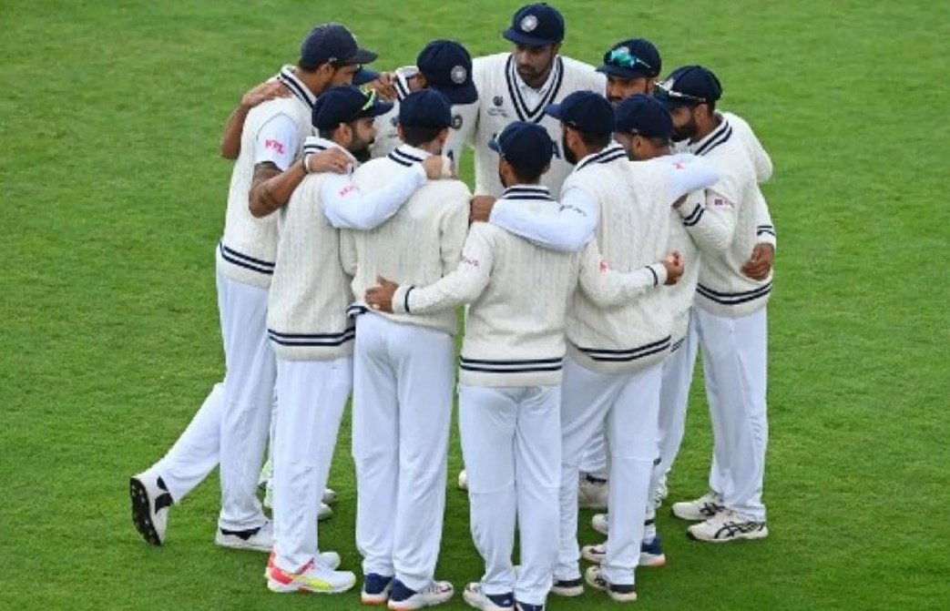 This isn't just a team. It's a family. We move ahead. TOGETHER 💙🇮🇳 : Virat Kohli