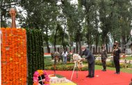 On Kargil Vijay Diwas, President Kovind laid a wreath at the Dagger War Memorial, Baramulla, Jammu & Kashmir, to pay tributes to all soldiers who sacrificed their lives in defending the nation...