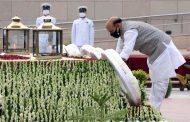 Rajnath Singh pays tribute at National War Memorial on Kargil Vijay Diwas...